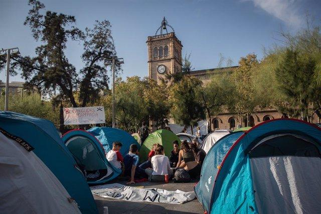 Acampada d'estudiants a la plaça Universitat de Barcelona.