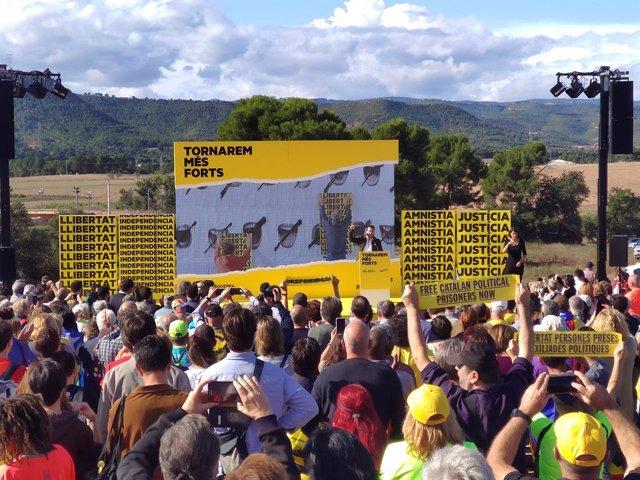 El vicepresident de la Generalitat Pere Aragonès davant la presó de Lledoners (Barcelona) en l'acte central de campanya d'ERC de les eleccions generals del 10 de novembre de 2019
