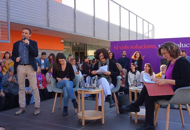 Jaume Asens, Ada Colau, Rosa Lluch (comuns) i Irene Montero (Unides Podem) en un acte d'ECP a Santa Coloma de Gramenet (Barcelona) en campanya de les eleccions generals del 10 de novembre de 2019