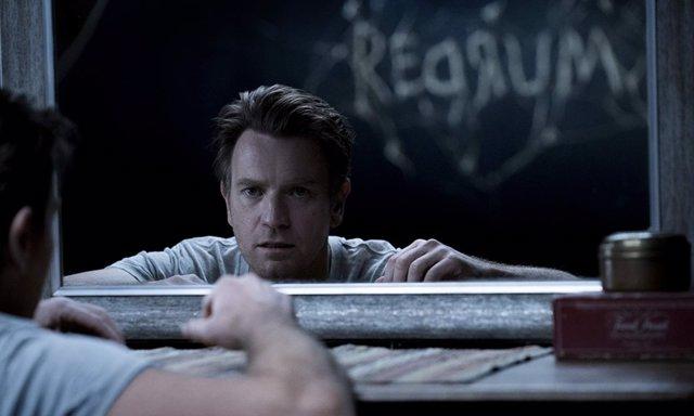 Ewan McGregor es Danny en Doctor Sueño