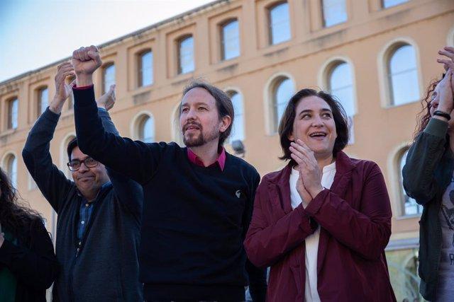 El secretari general de Podem, Pablo Iglesias, i l'alcaldessa de Barcelona, Ada Colau, en un acte de campanya a Barcelona.