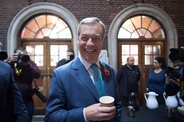R.Unido.- Farage anuncia que no comparecerá como candidato a diputado en las ele