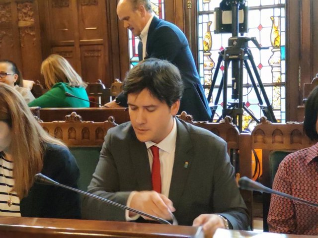 El consejero de Ciencia, Innovación y Universidad, Borja Sánchez, comparece en la Junta General.