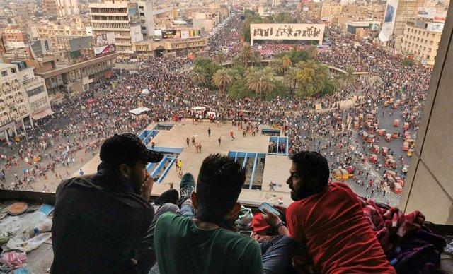 Acampada de protesta en la plaza Tahrir de Bagdad