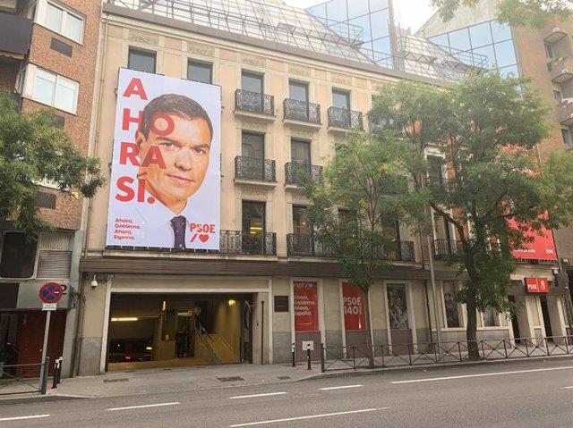 Façana de Ferraz amb el lema de campanya.
