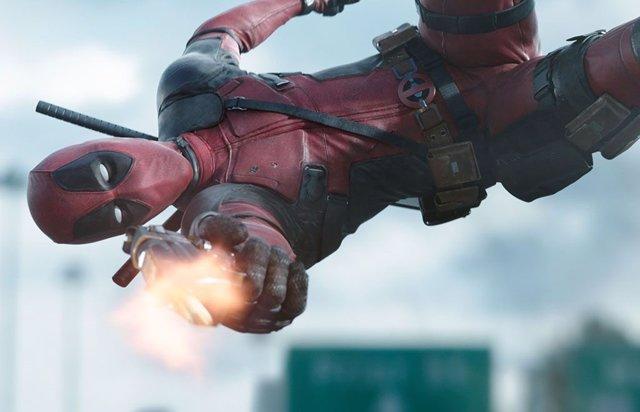 Deadpool haciendo gala de sus habilidades