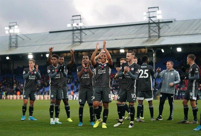 Fútbol/Premier.- (Crónica) El Leicester se asienta en Champions y el Tottenham n