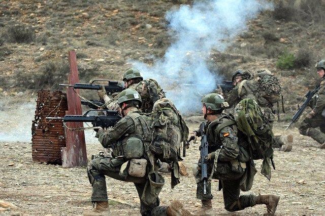 Militares españoles del Ejército de Tierra durante unas maniobras