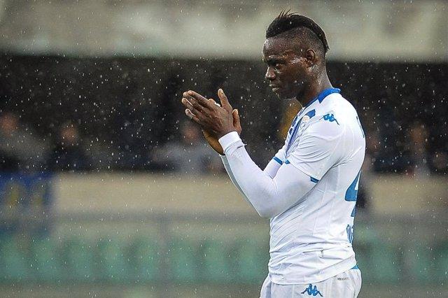 Fútbol/Calcio.- (Crónica) Balotelli sufre el racismo de Verona y la Lazio devuel