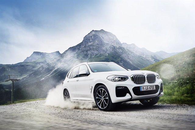 Economía/Motor.- BMW lanzará en primavera la versión híbrida enchufable del X3