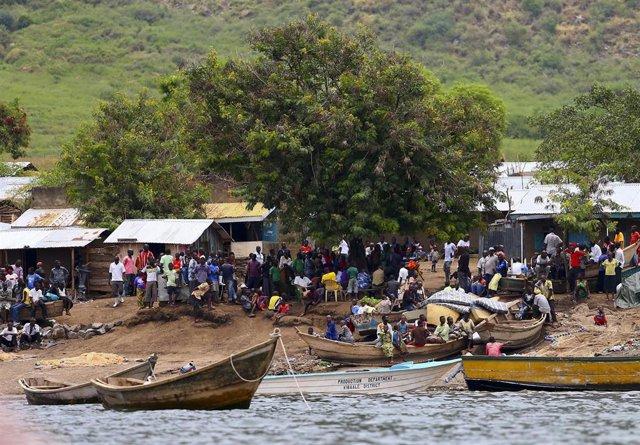 Hundimiento de un barco en el lago Alberto (en la frontera entre RDC y Uganda) (archivo)