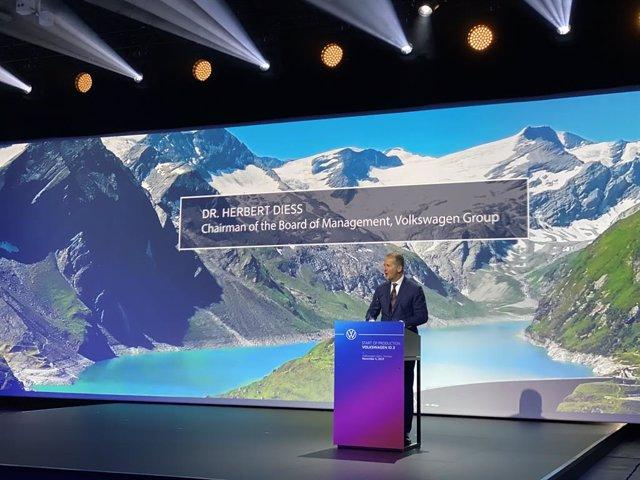 El presidente de Volkswagen, Herbert Diess, en el inicio de la producción del eléctrico ID.3