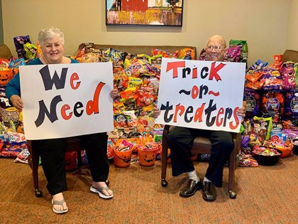 Por primera vez, un hogar de ancianos abre sus puertas a Halloween y reciben visitas de 5.000 personas