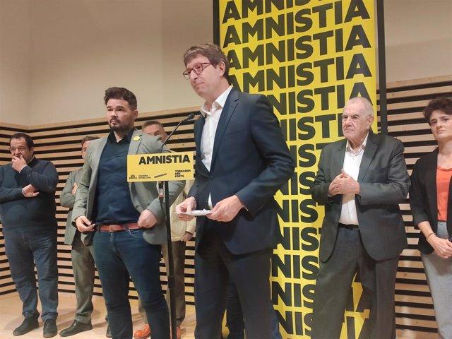 Gabriel Rufián, Carles Mundó i Ernest Maragall en un acte de campanya d'ERC.