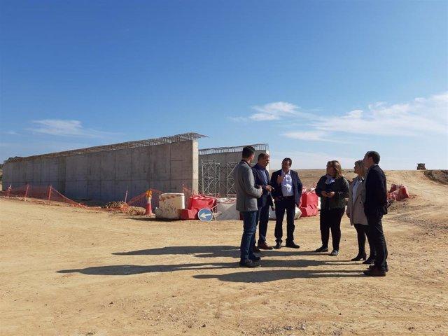 Candidatos del PSOE Alto Aragón visitan el avance de las obras de conexión de la autovía en Siétamo (Huesca).