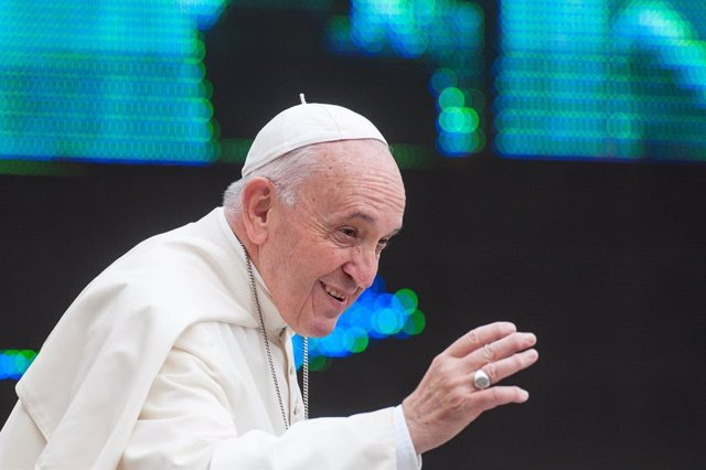 """El Papa arremete contra las """"conversiones forzadas"""" en la Iglesia """"compradas con"""