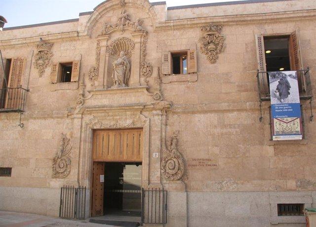 Façana del Archivo de la Guerra Civil a Salamanca