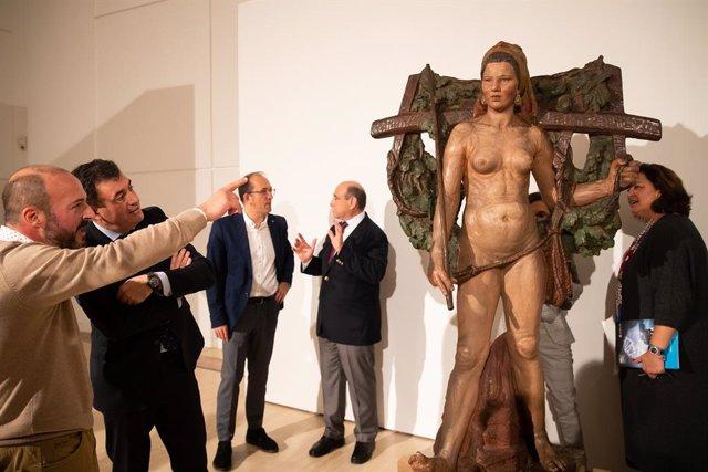 """La """"imponente"""" 'Santa' de Asorey llega al Museo Centro Gaiás tras casi siete déc"""
