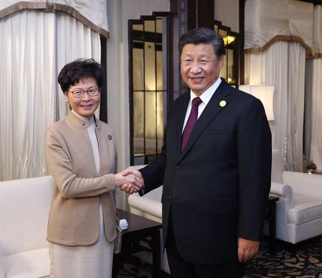China.- Xi se reúne con Lam para escenificar su apoyo al Gobierno hongkonés en e