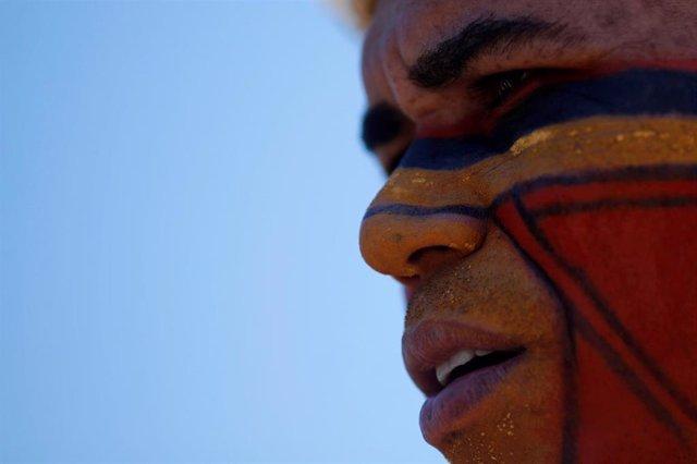 Indígena tupinamba en una protesta frente al Tribunal Supremo de Brasil