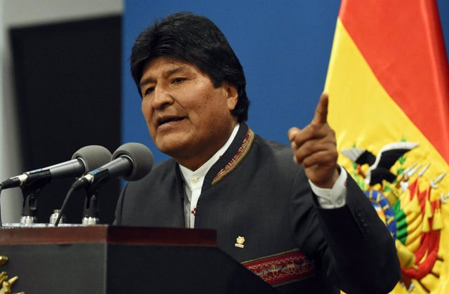 Bolivia.- El helicóptero de Morales realiza un aterrizaje de emergencia tras suf