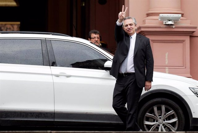 Alberto Fernández a su llegada a la Casa Rosada para reunirse con Mauricio Macri