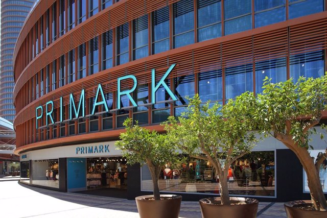 R.Unido.- Primark factura un 4,2% más y supera los 9.000 millones al cierre de s