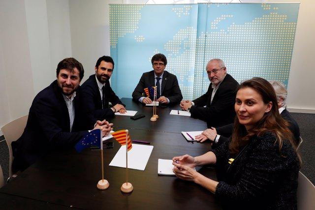 Torrent se reúne con Puigdemont y los exconsejeros huidos en Bruselas, Toni Comín, Lluís Puig, Clara Ponsatí y Meritxell Serret