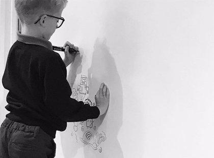 Con 9 años se metía en problemas por dibujar en horas de clase, ahora decora las paredes de un restaurante