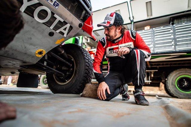 """Rally.- Fernando Alonso: """"Estoy descubriendo el terreno del Dakar, es bueno corr"""