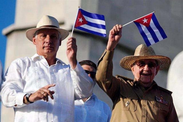Miguel Díaz-Canel y Raúl Castro el 1 de mayo en La Habana