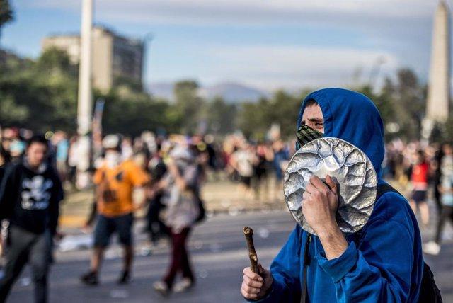 Imatge de les protestes als carrers de Santiago de Xile.