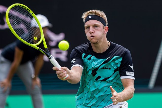 Tenis.- Davidovich debuta con derrota ante De Miñaur en las Next Gen ATP Finals