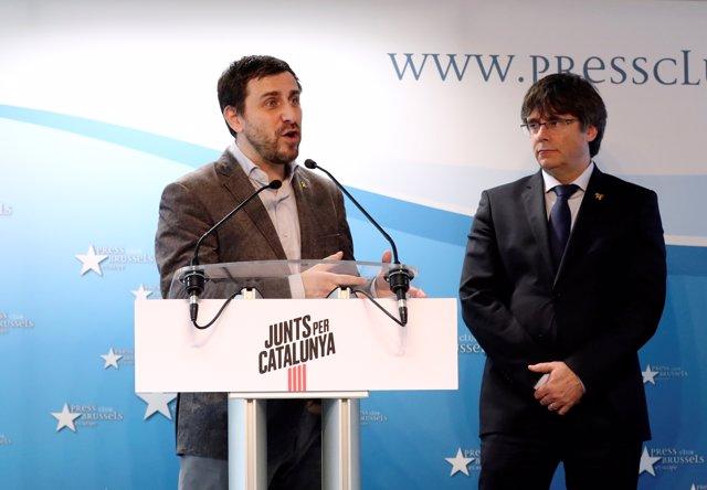 Carles Puigdemont y Toni Comín dan una rueda de prensa. ARCHIVO