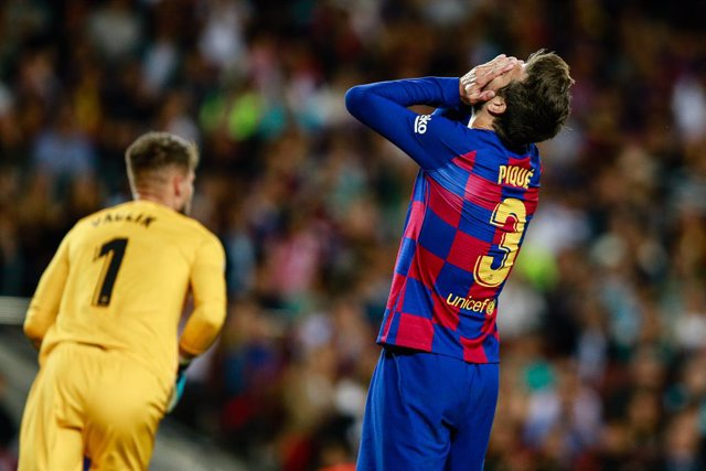 Gerard Piqué durant el partit de Lliga contra el Sevilla al Camp Nou.