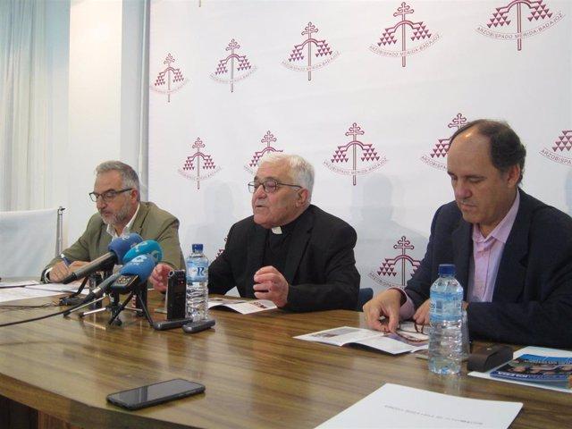 Autoridades en la presentación de la memoria de actividades 2018 de la Archidiócesis de Mérida-Badajoz