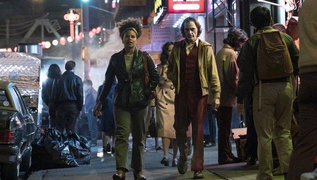 Zazie Beetz y Joaquin Phoenix en Joker