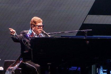 Elton John temió no poder actuar sobrio tras pasar por rehabilitación y dejar atrás los excesos
