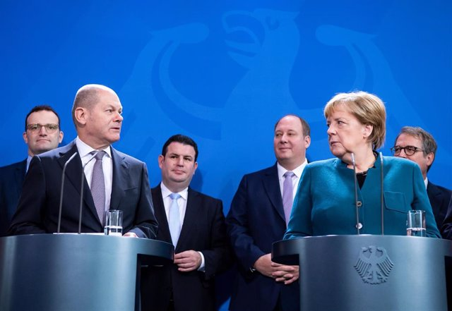 Handover of Council of Economic Experts annual report in Berlin