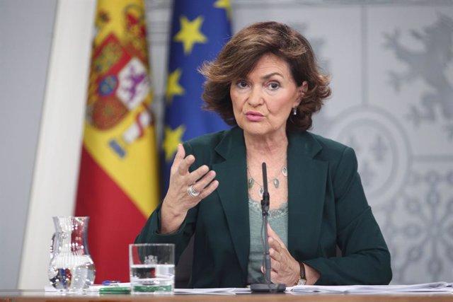 La vicepresidenta del Govern, ministra de la Presidència, Relacions amb les Corts i Igualtat en funcions, Carmen Calvo, compareix davant els mitjans de comunicació després de la reunió del Consell de Ministres en Moncloa, a Madrid (Espanya).