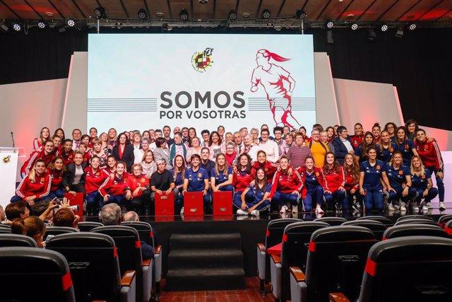 Fútbol.- La RFEF homenajea a las jugadoras históricas de la selección Española d