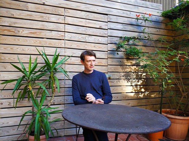 Owen Martell és l'autor de la novel·la 'Interval'.