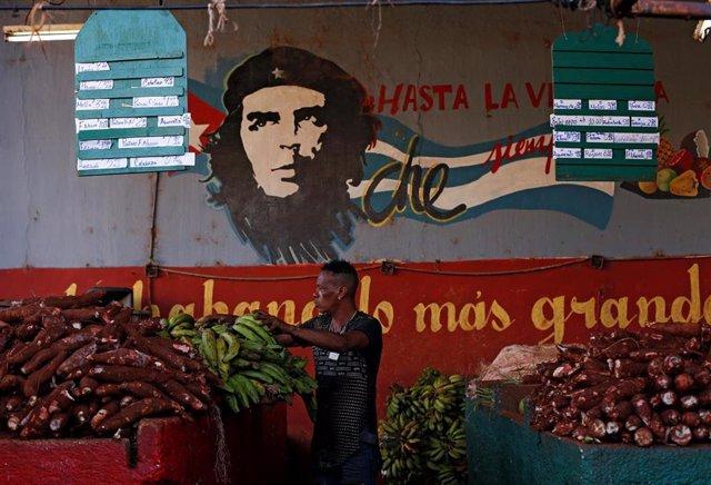 Mercado de productos frescos en La Habana