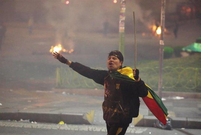 Un manifestante opositor durante las protestas en Bolivia.
