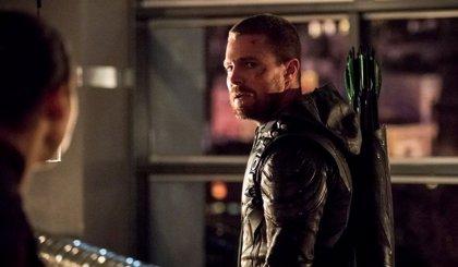 La última noche Stephen Amell dentro del traje de Arrow