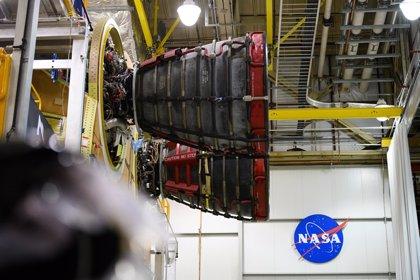 Conectado el segundo motor RS-25 al cohete lunar de la NASA