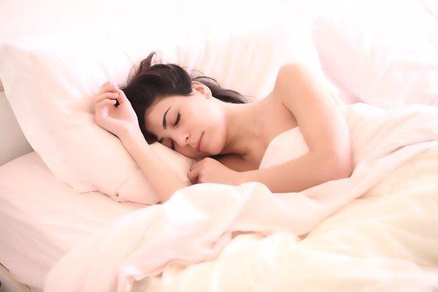 La falta de sueño podría afectar negativamente a la salud ósea de las mujeres tr