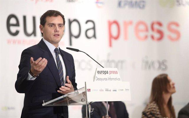 El presidente de Ciudadanos y candidato del partido a la Presidencia del Gobierno, Albert Rivera, participa en un Desayuno Informativo de Europa Press