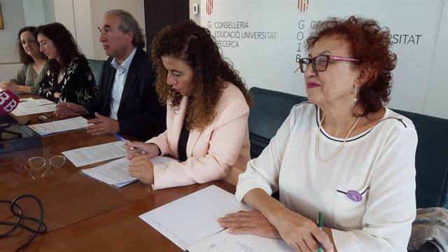 El conseller d'Educació, Universitat i Investigació, Martí March (3d) en roda de premsa.