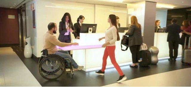 Las ciudades españolas suspenden en la inclusión digital de personas con discapacidad